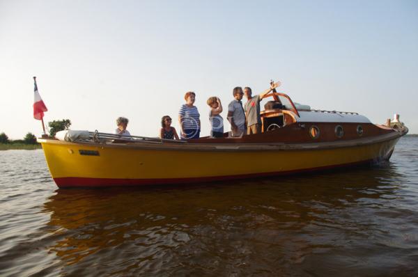 Le capitaine nous fait partager son savoir sur l'histoire de ce lac et sa passion pour ce lieu magique