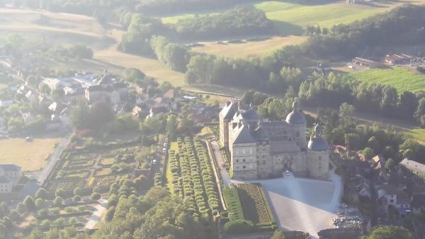 Château de Hautefort vu du ciel.