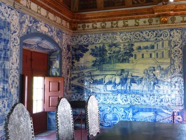 Azulejos dans la salle des blasons