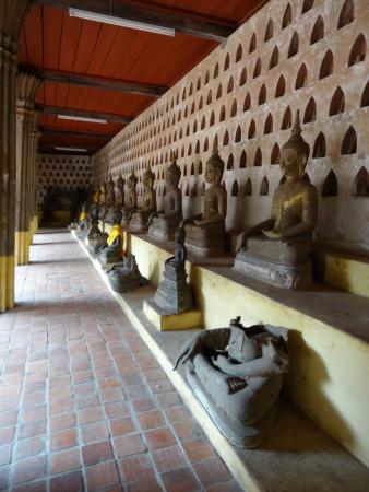 niches avec les bouddhas