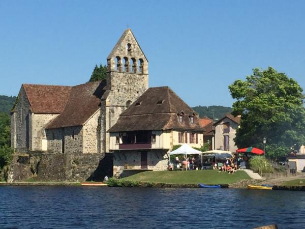 La chapelle des pénitents où se tient le marché de producteurs
