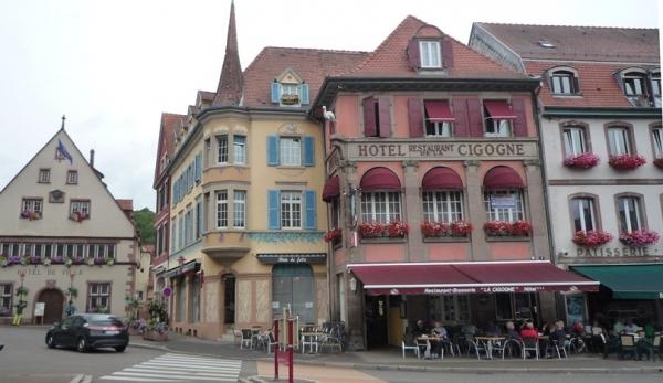 L'hôtel donne sur la Place du Marché de Munster.