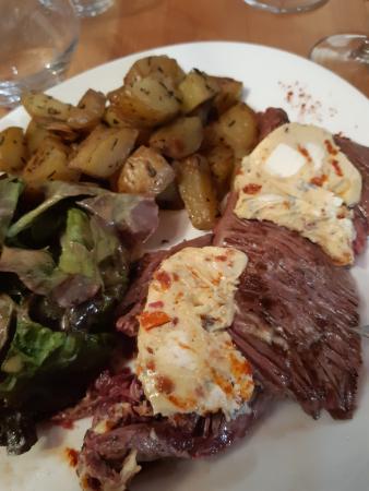 une assiette généreuse, le viande est superbement tendre...