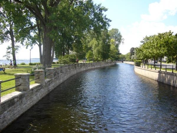 Arrivée du canal près du Lac Saint-Louis