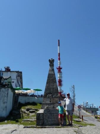 la tour relais visible de loin ...