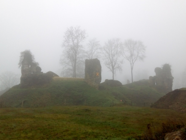 Ruines du château par temps normand