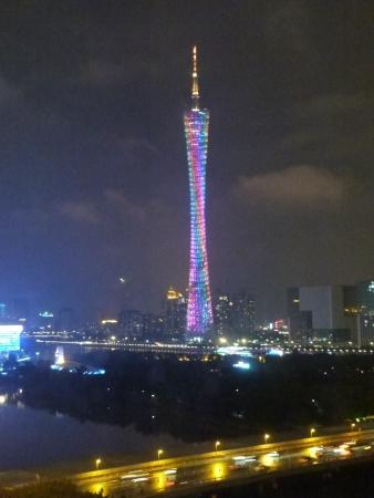 la tour vue le soir depuis fenetre de chambre