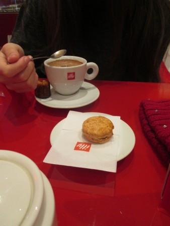Chocolat chaud avec maracon spéculos