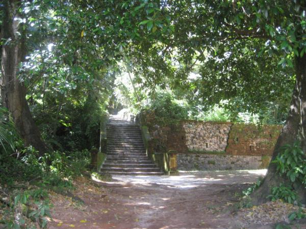 Le bas des escaliers