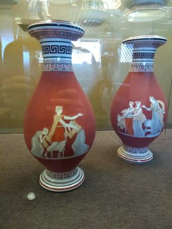 Deux vases antiques