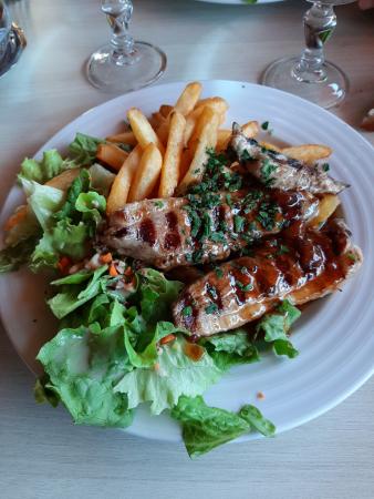 Le demi-magret de canard-frites au menu du jour de l'Hôtel-Restaurant le Lion d'Or à Rocamadour