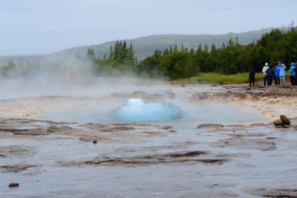 La bulle juste avant l'explosion du geyser