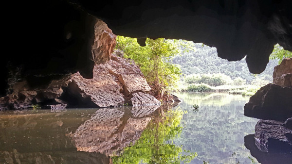 En barque / baie d'halong terrestre