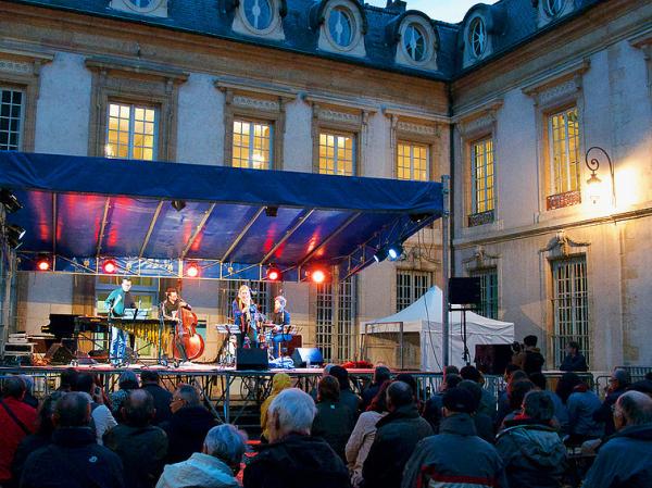 Photo prise cour de Flore du Palais des Ducs de Bourgogne pendant le festival.
