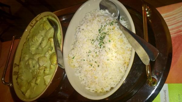 Poulet Dinde sauce curry gingembre lait de coco et riz