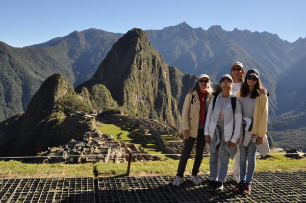 La famille au Macchu Picchu