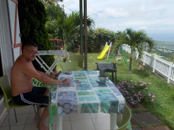 A la terrasse du bungalow, vue imprenable sur la mer;