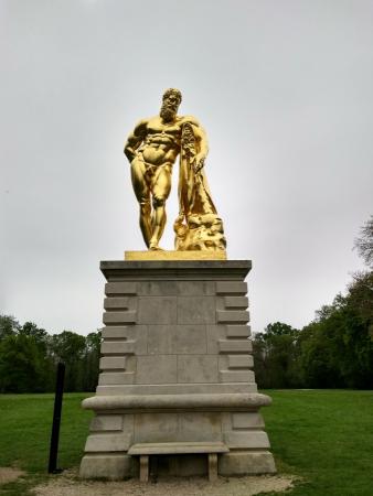 Statue d'Hercule située à l'extrémité des jardins