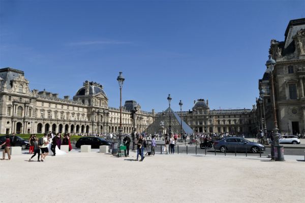 assez discrète, c'est le Louvre la vedette