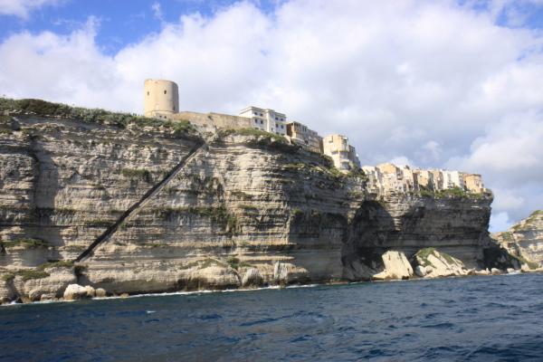 L'escalier du Roi d'Aragon vu du bateau.