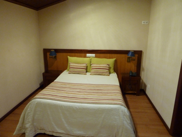 Chambre double (avec salle des bains et canapé de l'autre côté)