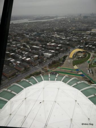 Vu à 165 mètres de la Tour incliné à 45° du stade olympique.