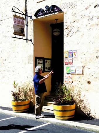 Felipe devant la Quinta, expliquant tout le travail qu'il a fait avec sa femme Françoise dans leur maison, des gens d'une très grande gentillesse.
