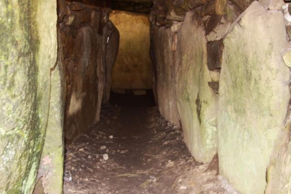 Le couloir du dolmen
