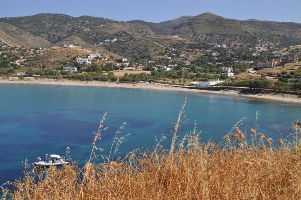 La plage d'Otzias, accessible par un petit sentier