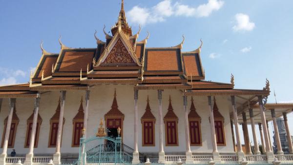 phnom penh palais royal drapeau bleu.