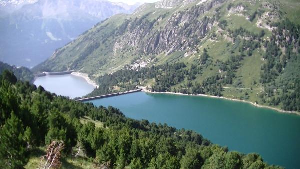 Les retenues des barrage d'Amont et d'Aval vues depuis le Tour de la Randolière