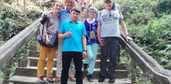 notre photo avec guide au Laos