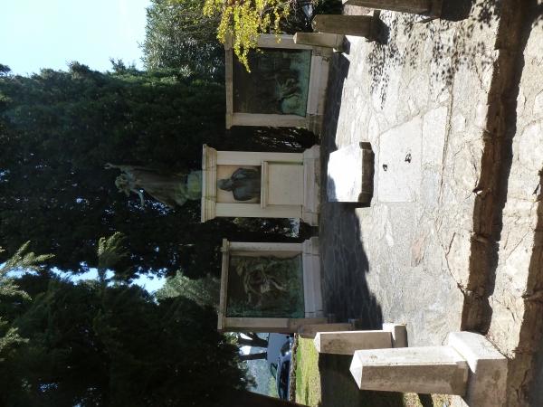 monument funéraire élevé en 1924 en hommage au peintre-céramiste et graveur Jean-Charles Cazin