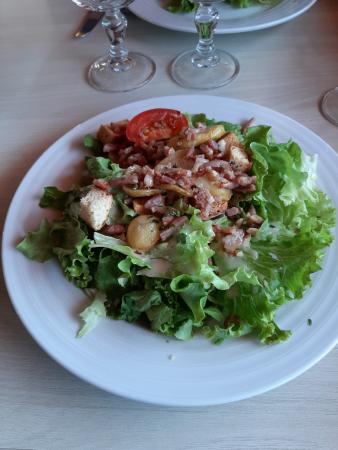 La salade de chèvre chaud au menu du jour de l'Hôtel-Restaurant le Lion d'Or à Rocamadour