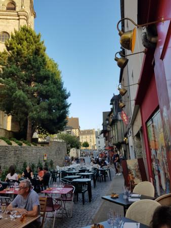 La rue transformée en terrasse