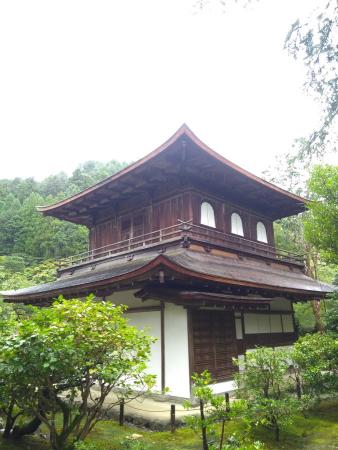 Temps pluvieux sur le pavillon d'argent (Ginkaku-Ji)