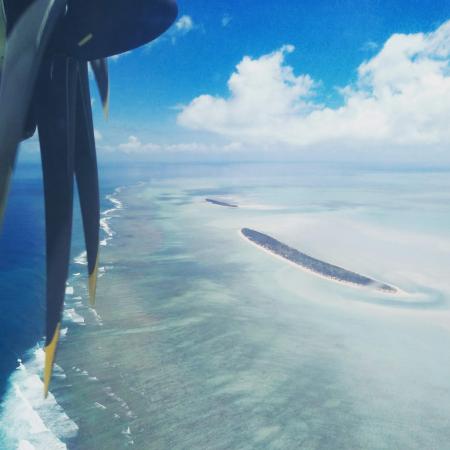 Survol de l'île aux Cocos avant l'atterrissage
