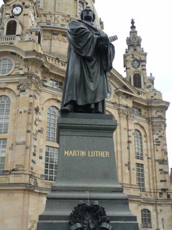 Statue de Martin Luther devant la cathédrale de Dresde
