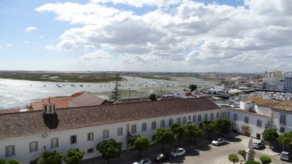 La piste de l'aéroport vue de la cathédrale de Faro