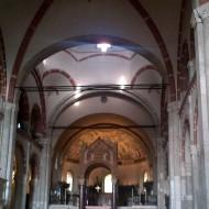L'intérieur avec ses voutes romanes