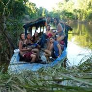 Baignade dans le fleuve amazonien tout près de la lodge.