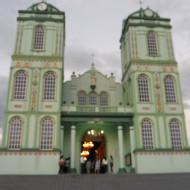 L'église a été repeinte en vert d'eau