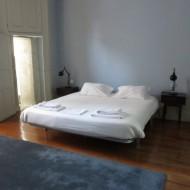 chambre bleue au 2nd étage sur cour, spacieuse et  très calme