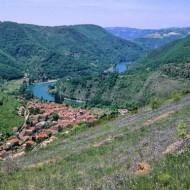 Photo prise d'un des chemins de randos surplombant le village.