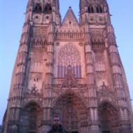 La cathédrale au soleil couchant