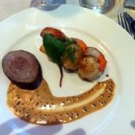 des noix de St Jacques en entrée, dans un menu très marin.