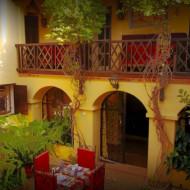Un patio accueillant pour vos soirées et vos petits déjeuners ... exquis ...