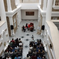 un concert au sous sol du musée