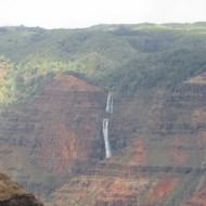 chute d'eau au Waimea Canyon, Kauai