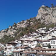 citadelle de BERAT au-dessus de la ville
